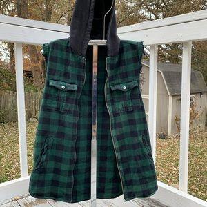 Hooded sleeveless flannel